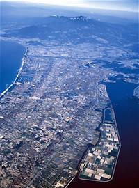 上空・境港方面から米子市街を望む
