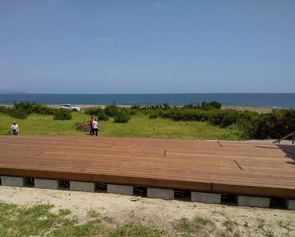 白砂青松の弓ヶ浜サイクリングコース休憩所兼展望デッキ